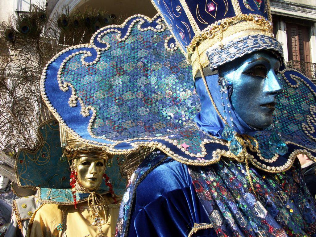 ヴェネツィアのカーニバルの伝統的なマスク