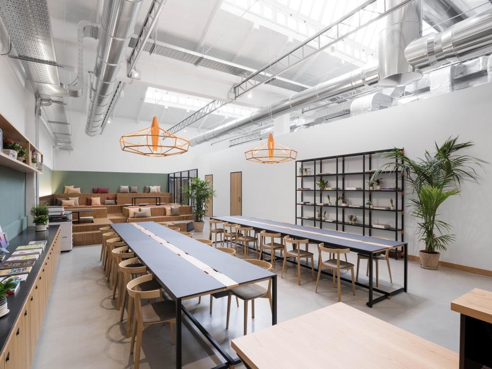 オフィス機能に必要な設備を揃えた24時間営業のシェアオフィス&コワーキングスペース