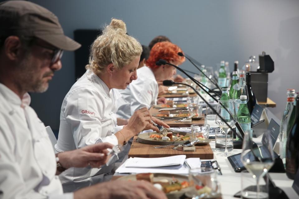 世界のファインダイニングシーンを牽引する7名の著名なシェフが各ファイナリストの一皿を審査