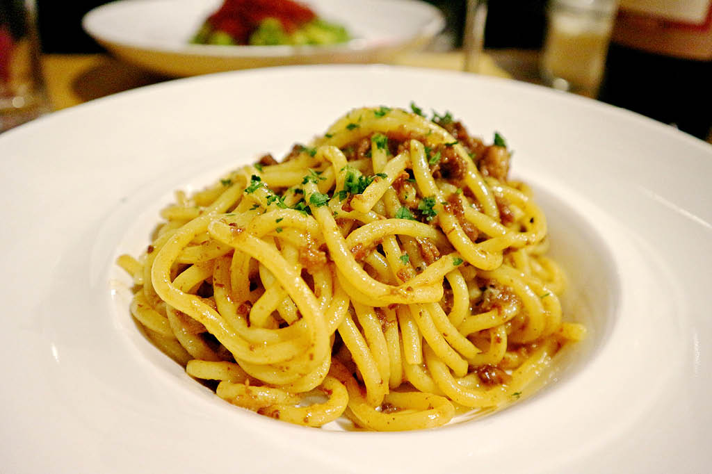 Bigoli con ragu' d'asino ロバ肉ミートソースのビーゴリ