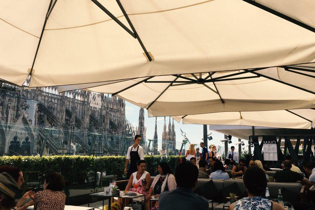 ドゥオーモの眺望が魅力のリナシェンテ 7階フロアのテラスカフェ「Il Bar」