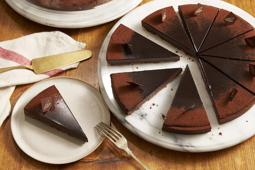 綺麗にカットされたチョコレートタルト