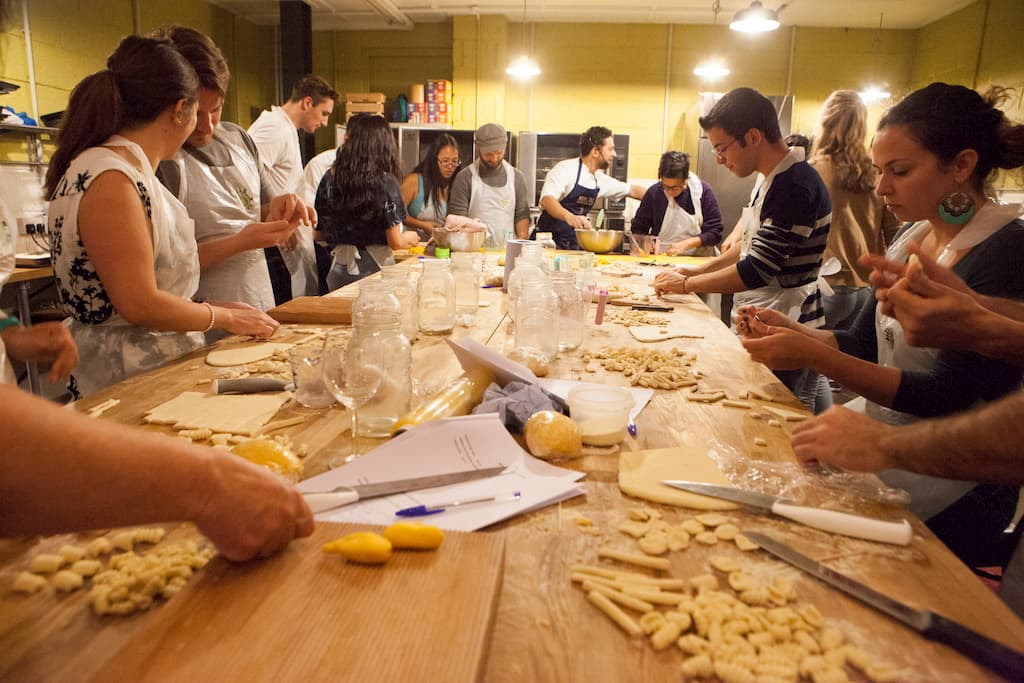 MMでは料理教室をはじめ、ヨガや植物栽培の教室も開催