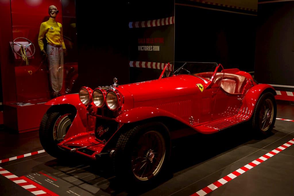アルファロメオの博物館から企画展のために貸し出されている8C2300は戦前の名車
