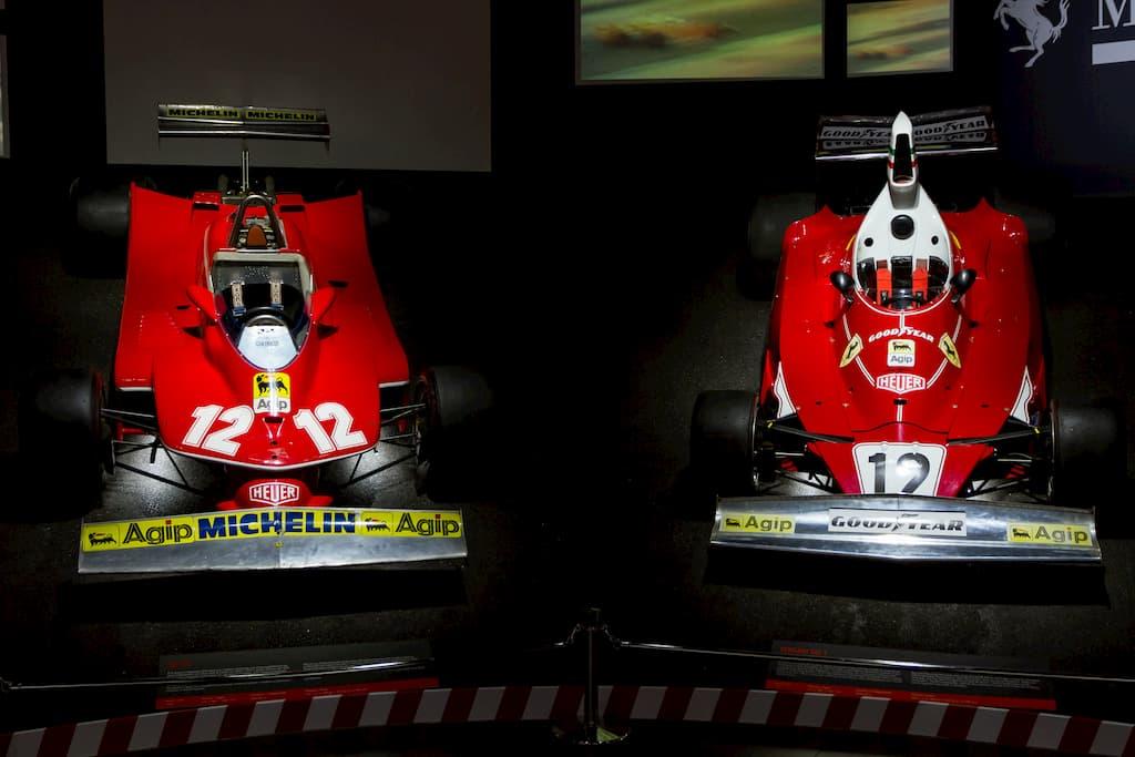 1975年にF1チャンピオンになった312T(右)と1979年チャンピオンマシンの312T4(左)