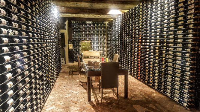 ワイン貯蔵庫は下からスパークリング、白、赤の順に入れましょう