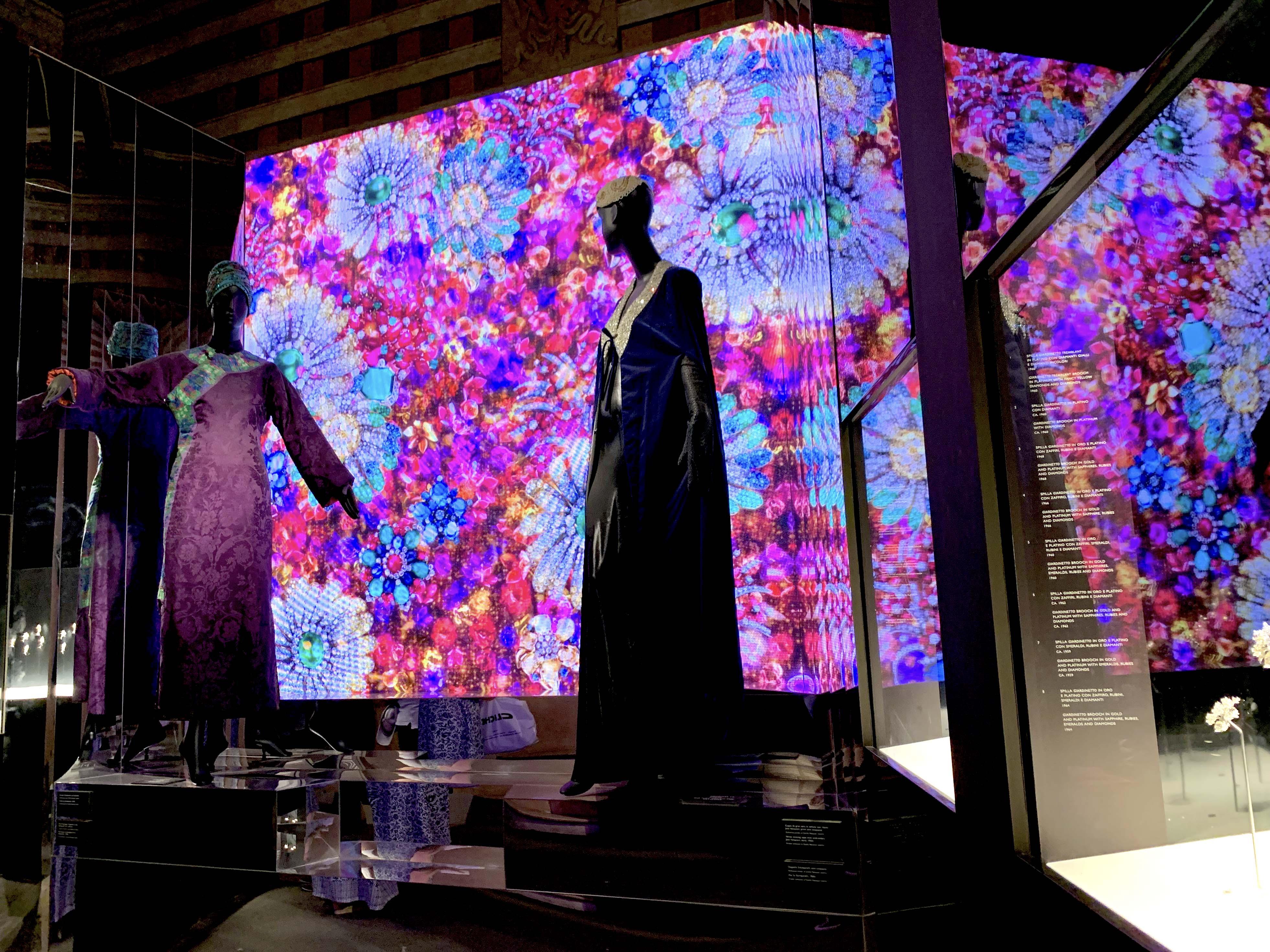 セシリア・マテウッチ・ラバリーニの衣装コレクションが合わせて展示されています
