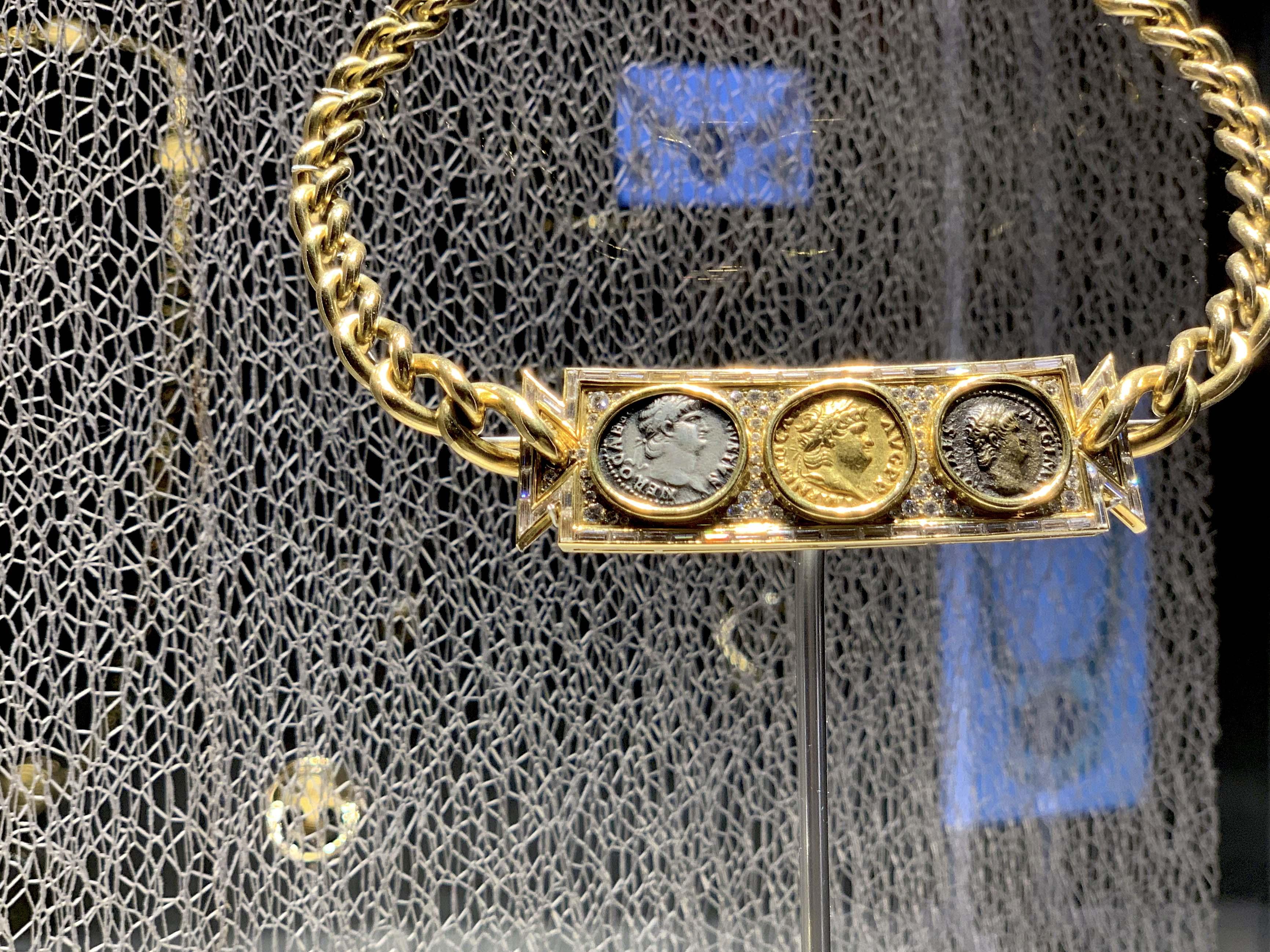 古代ローマやギリシャの実物のコインをジュエリーにしたのが「モネーテ」