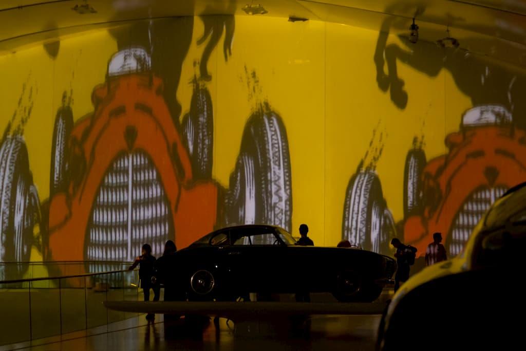 フェラーリにまつわる動画は1時間に1度上映される
