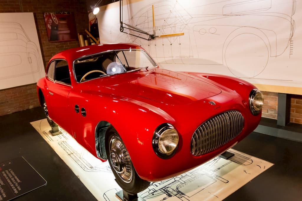 チジタリア(CISITALIA)の202というスポーツカー。ニューヨークの現代美術館(MoMA)に自動車として初めて永久収蔵