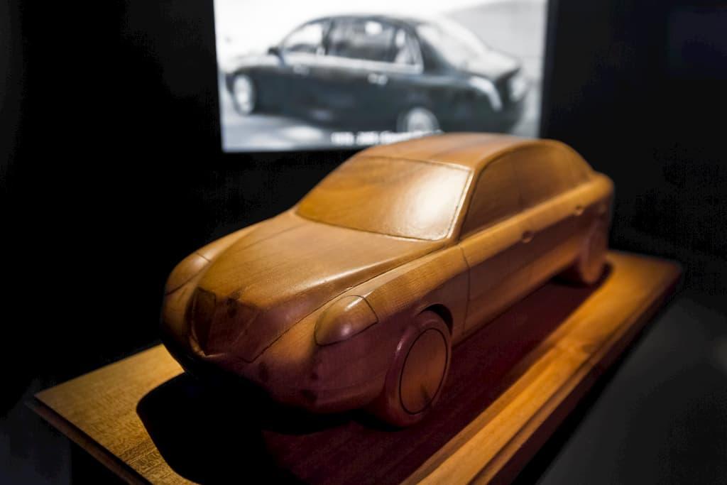 ランチアのテージスの木製デザイン試作