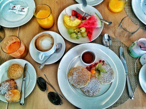 朝食はイタリアならではのコロネットやフルーツがたっぷり
