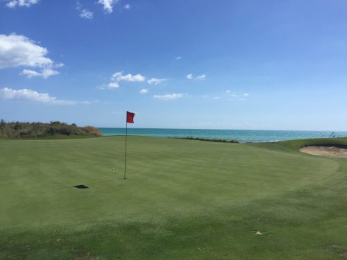 ヴェルドゥーラ・リゾートは地中海に面したゴルフコースも有す