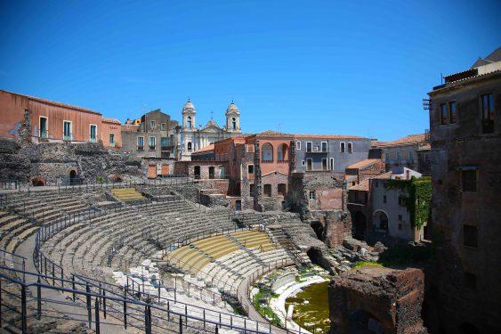 カターニャには古代ローマ時代の円形闘技場が現存