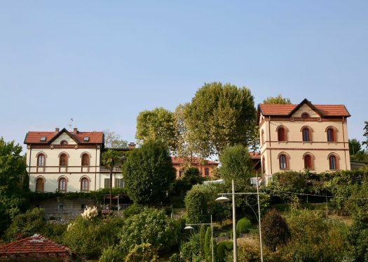 今も住居として使われている、丘の上の医者と牧師の家