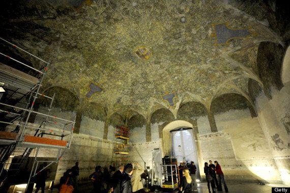 ルドヴィーコ・イル・モーロの注文により、1498年にレオナルド・ダ・ヴィンチによりこの一室は、巨大な樹木で覆うように描かれた部屋自体が森の中にいるかのような芸術がアッセの間にあります