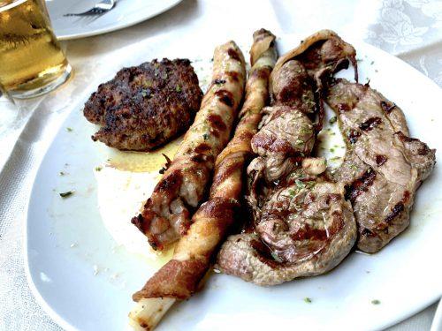 ターニャのご当地メニューとして有名なのが、実は「馬肉料理(カルネ・ディ・カバッロ)」