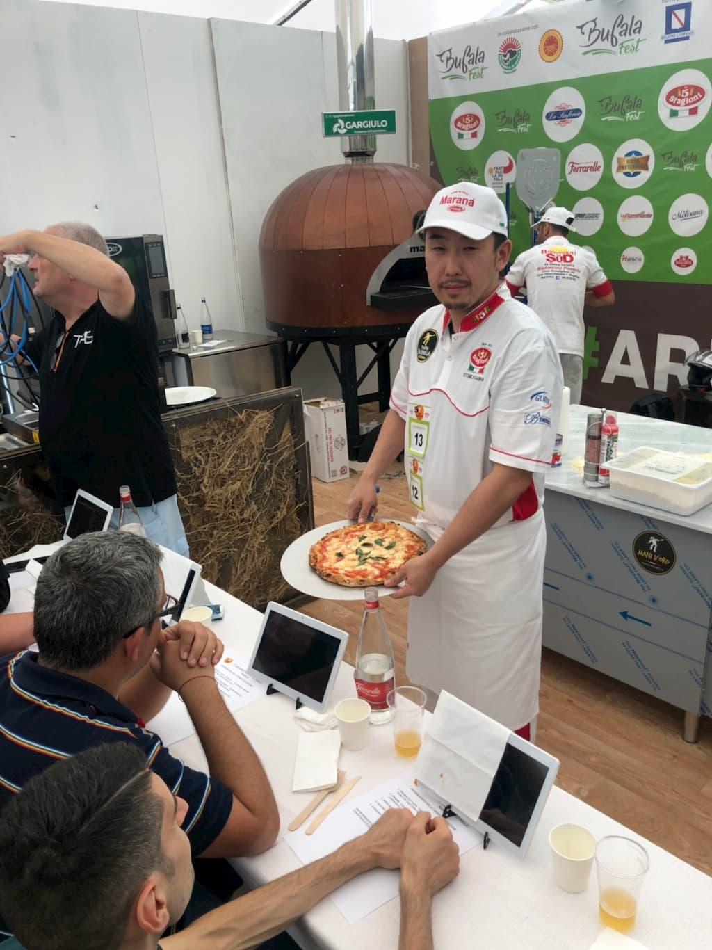 ナポリピッツァコンテスト「第5回トロフェオ・プルチネッラ」で優勝した今井憲