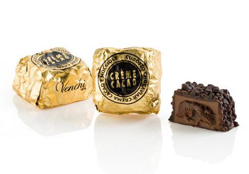キャビアのよういな細かいチョコをまぶした一口サイズのチョコレート