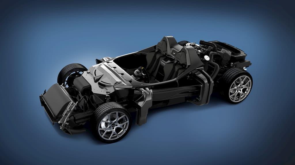 複合材とカーボンファイバーを広範囲に使用することによって乾燥総重量855kg