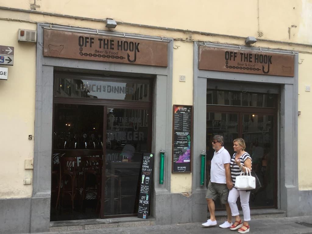 フィレンツェのハンバーガーPUB「OFF THE HOOK」