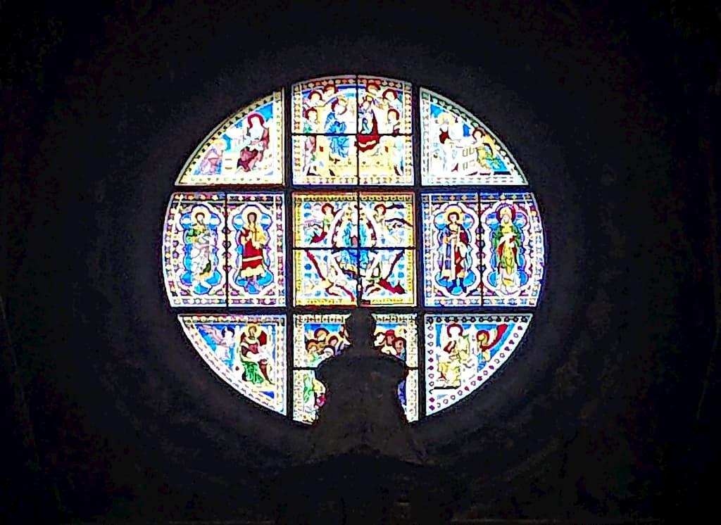 シエナ大聖堂のアッスンタのステンドグラス