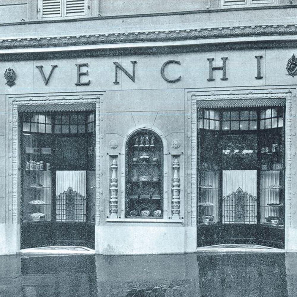 1878 年、シルヴィアーノ・ヴェンキはジャンドゥーヤおよびイタリアの菓子の発祥の地であるトリノにチョコレートショップを開きました