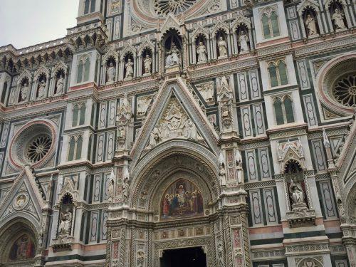 1436年に完成した「サンタ・マリア・デル・フィオーレ大聖堂」のファサード