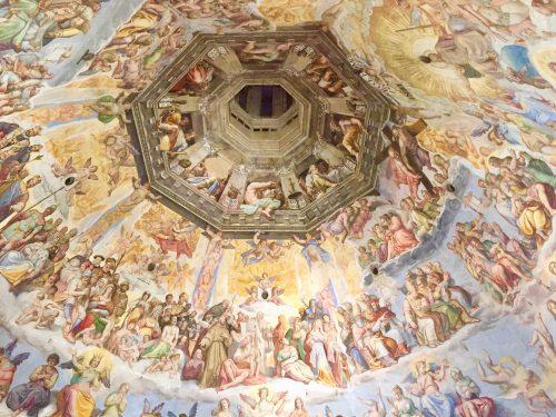 ジョルジョ・ヴァサーリとフェデリコ・ツッカリにより16世紀に描かれた「最後の審判」の豪華なフレスコ画