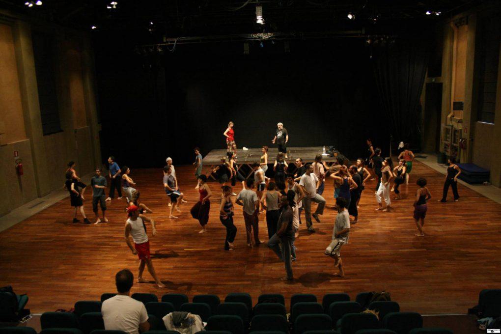 イタリアのコメディア・デラルテ学校の練習風景