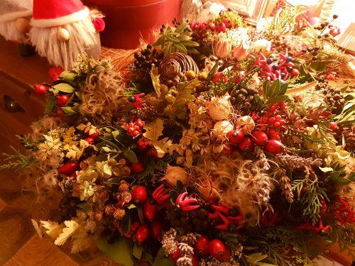 ローズヒップの赤がクリスマスの気分を盛り上げます