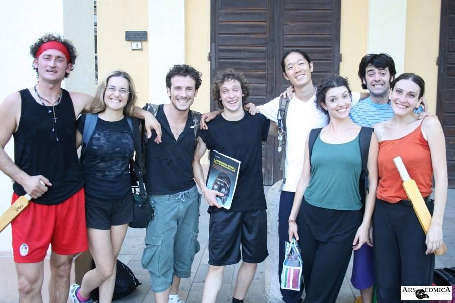 イタリアのコメディア・デラルテ学校の仲間と大塚ヒロタ