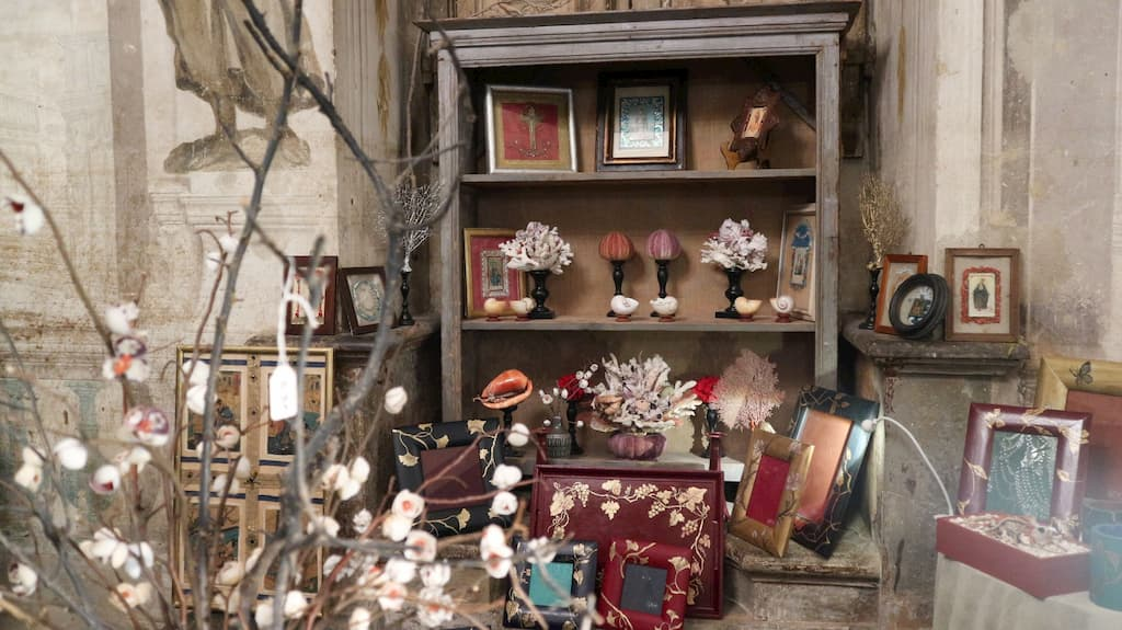生活用品が並ぶクリスマスマーケット