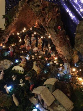 イタリアの家庭では12月8日にプレゼピオ(キリスト降臨を表した模型)を飾ります