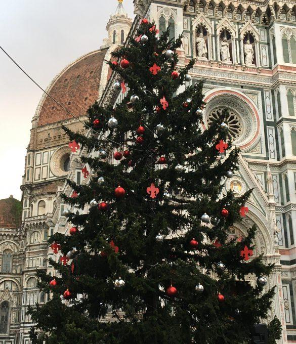 フィレンツェのドゥオーモ前のクリスマスツリー