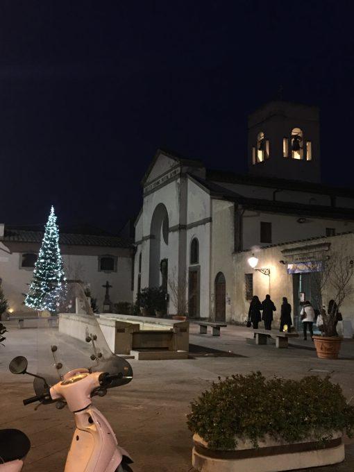 24日21時から教会でミサがはじまります
