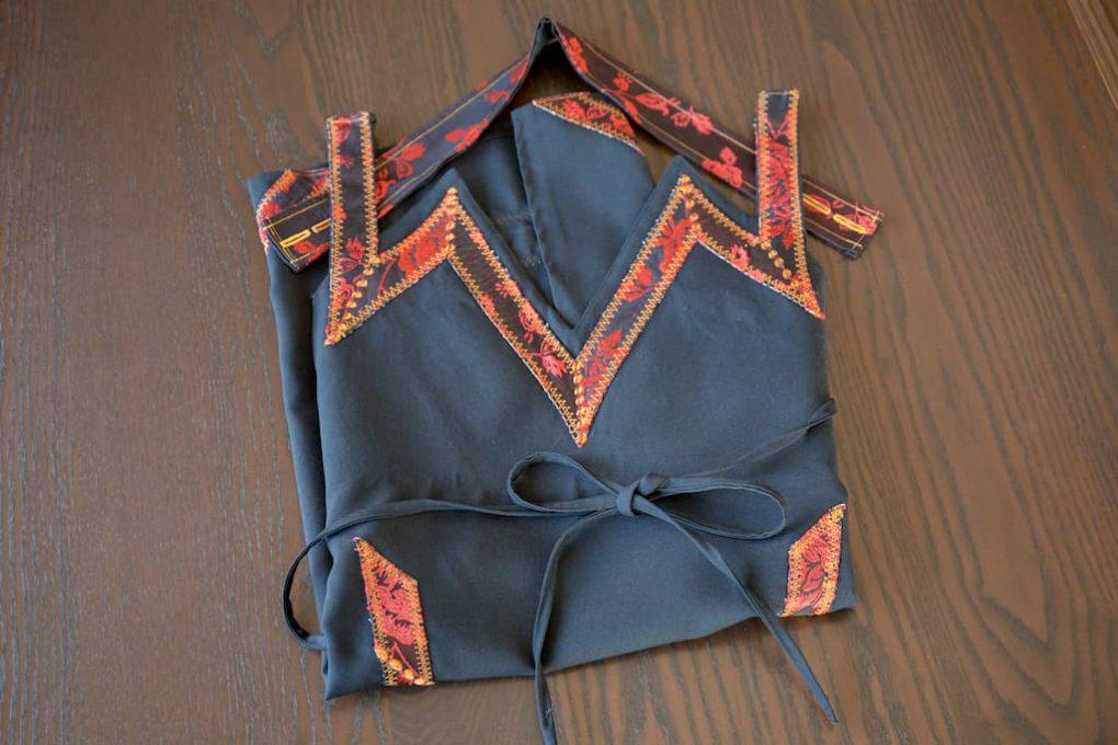 サルディーニャの伝統的刺繍が施されたエプロン