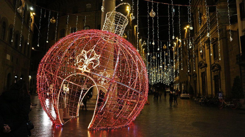 イタリアのクリスマスイルミネーションの様子