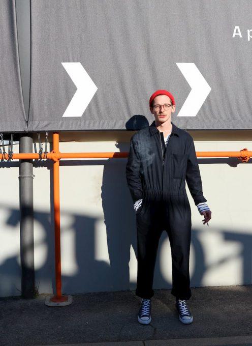 2020秋冬メンズファッションのキーワード、ワークウエアを着る男性