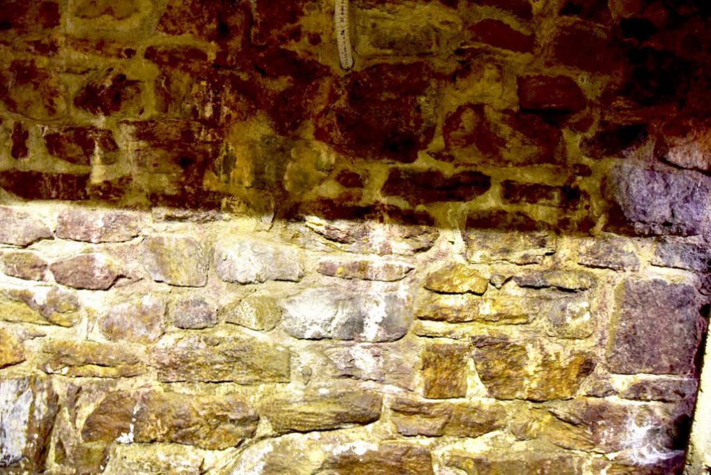 工房内の壁も水が流れる
