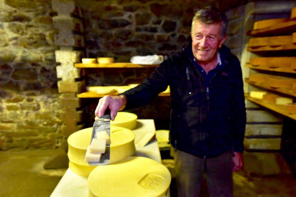 熟成されたフォンティーナチーズ