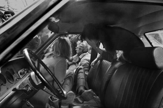 マフィアのヒットマンに射殺され間もないピエールサンティ・マタレッラ, 1980 ®︎ Letizia Battaglia