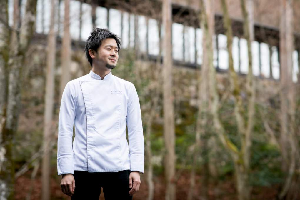 アマン京都内で優しく微笑む鳥居健太郎シェフ