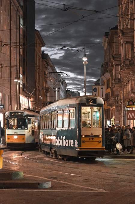 トラムが走るミラノの街並み