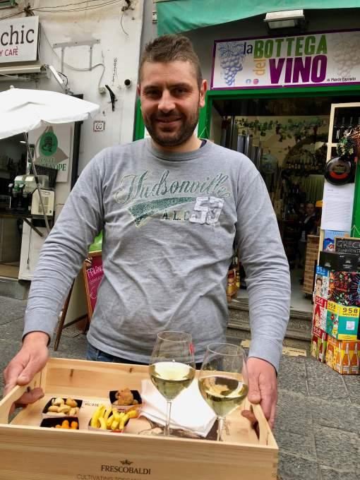 「ワイン・ソスペーゾ」もできるエノテカを経営する若手主人