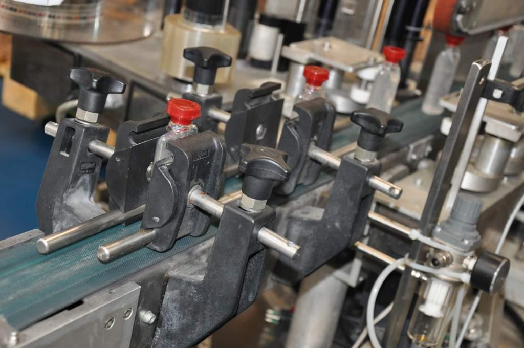 ブルガリとICR社が製造したハンドクレンジングジェルの工場での製造工程
