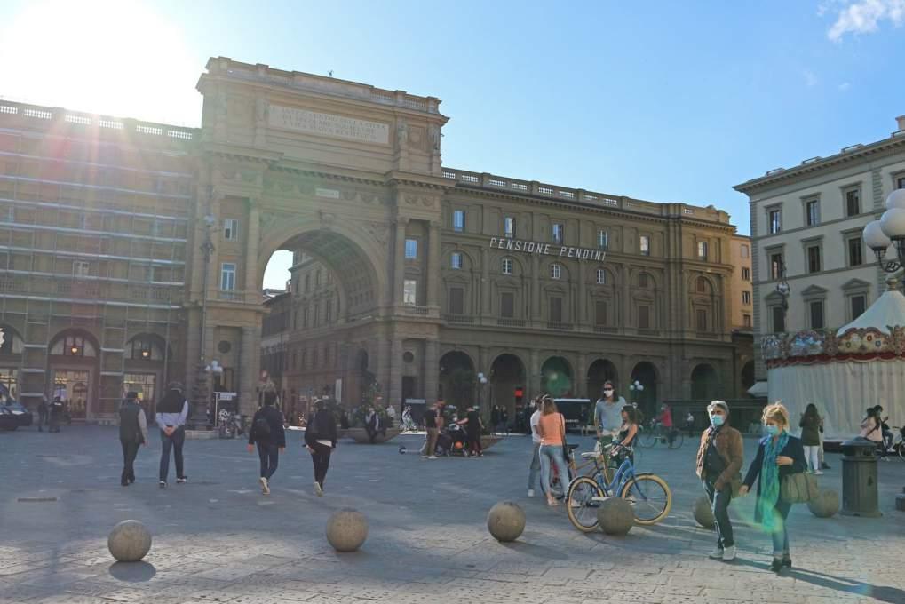 人が戻ってきたフィレンツェの街中