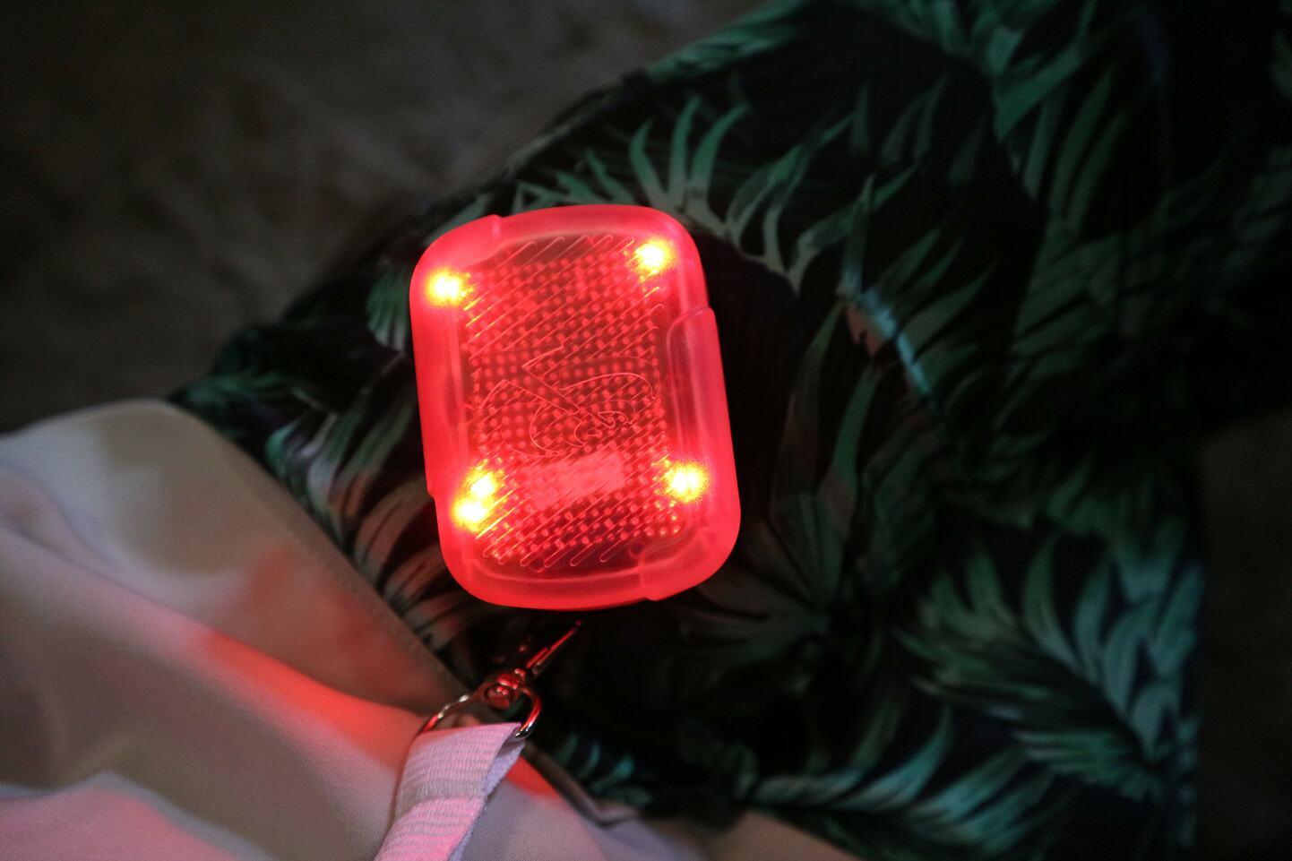 ジョットの鐘楼で手渡されるアラーム。ソーシャルディスタンスが守れていないとランプが赤く点灯しブザーが鳴る