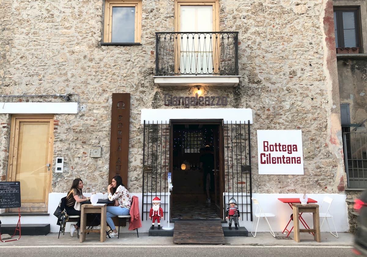 パエストゥム遺跡のすぐ脇にあるエノテカ・ジャンガレアッツォ(Giangaleazzo)でチレント地方のワインやハム、チーズでアペリティフ