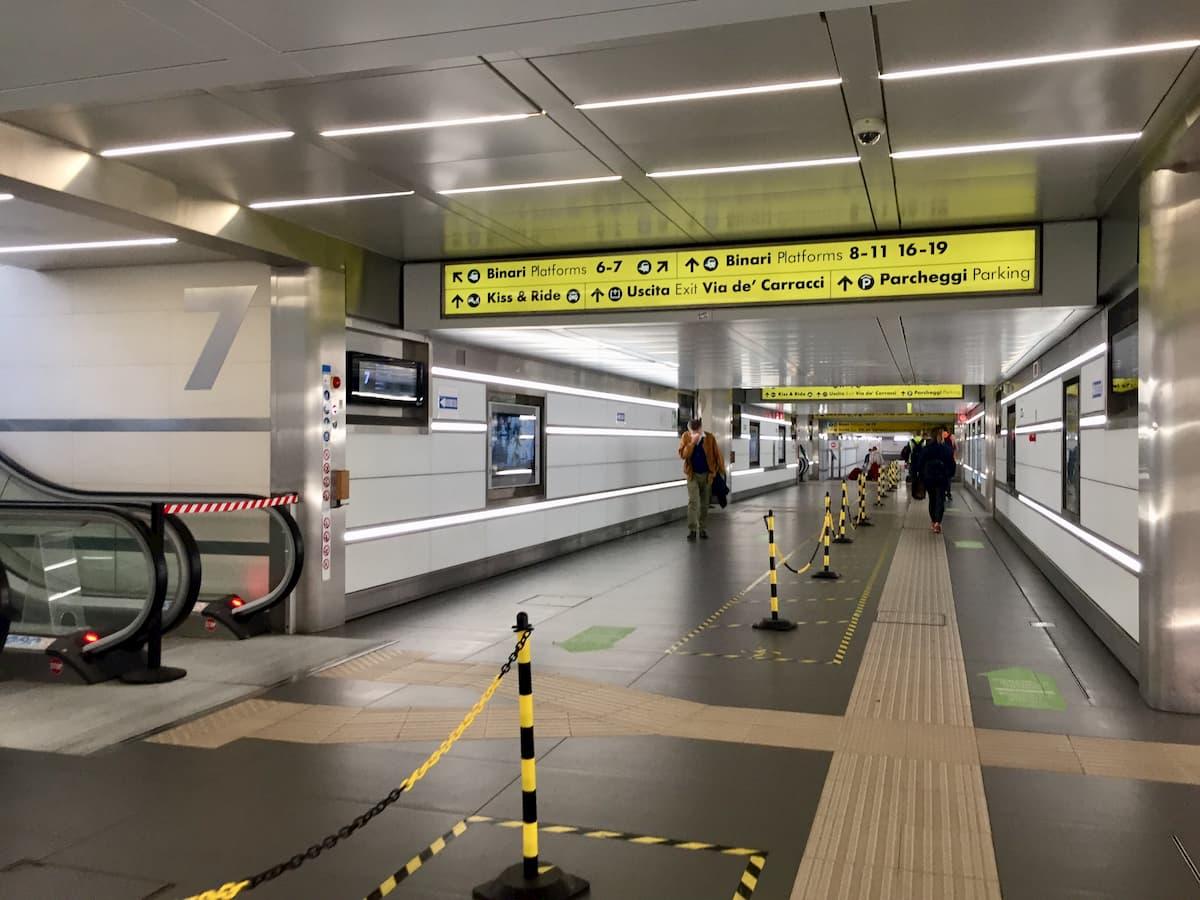 ほとんど人がいない駅